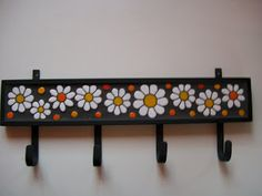 LISTA PRECIOS ARGENTINA                          CUENQUITOS COLORIDOS                       ... Butterfly Mosaic, Mosaic Flowers, Wood Crafts, Diy And Crafts, Arts And Crafts, Wood Pallet Art, Bird Mobile, Clothes Hooks, Mosaic Madness