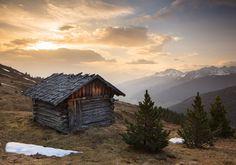 Old hut in morning light, Stubai Alps, Tyrol Austria - Alm, Almhütte, Alpen, Österreich, Berge, Bergkulisse, Fruehjahr, Hütte, Innsbruck-und-seine-Feriendörfer, Inntal, Krimpenbachalm, Landschaft, Landschaftsbild, Landschaftsfoto, Morgen, Sonnenaufgang, Stubaier-Alpen,