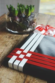 Use these beautiful gift wrapping ideas to set your presents apart from the rest. Wrapping Ideas, Creative Gift Wrapping, Creative Gifts, Christmas Baskets, Christmas Gift Wrapping, Diy Christmas Gifts, Christmas Ideas, Christmas Decorations, Halloween Decorations