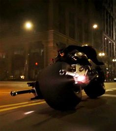 The most badass batpod ever portrayed, broken off of the Tumbler Batman Gif, Batman And Catwoman, Batman Dark, Batman The Dark Knight, Batman Vs Superman, Dark Knight Wallpaper, Batman Wallpaper, Tim Drake, Damian Wayne