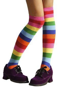 Nos anos 80 era normal usar meias coloridas com sapatos.