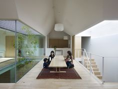 Atlas house / Tomohiro Hata Architect and Associates, © Toshiyuki Yano Wooden Architecture, Japanese Architecture, Residential Architecture, Contemporary Architecture, Interior Architecture, Healthcare Architecture, Patio Interior, Interior And Exterior, Patio Design