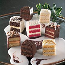Simple Butter Cake for Petit Fours How to Make Perfect Petit Fours – This post includes a picture tutorials and all the recipes you& need for perfect, delicious petit fours! Tea Recipes, Sweet Recipes, Cake Recipes, Dessert Recipes, Mini Cakes, Cupcake Cakes, Cupcakes, Food Cakes, Mini Desserts