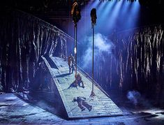 Macbeth @ The National Theatre in London, Starring Rory Kinnear and Anne-Marie Duff. Design Set, Stage Set Design, Set Design Theatre, Dark Fantasy Art, Conception Scénique, Royal Ballet, Scenography Theatre, Contemporary Theatre, Stage Lighting Design