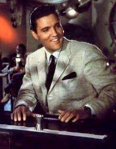 Elvis Presley, love this photo of him. That's the look that was True Elvis Presley. Before Las Vegas. Priscilla Presley, Lisa Marie Presley, Elvis And Priscilla, Mississippi, Michael Jackson, Are You Lonesome Tonight, Elvis Presley Photos, Graceland, Good Looking Men