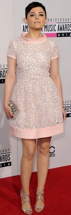 Ginnifer Goodwin: Dress – Oscar de la Renta    Shoes – Jimmy Choo    Purse – Judith Leiber    Earrings – Harry Winston