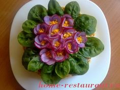 decorate your salad with spinach leaves--radishes and carrots Vegetable Decoration, Food Decoration, Cute Food, Good Food, Appetizer Recipes, Salad Recipes, Food Garnishes, Food Platters, Iftar