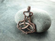 Mjolnir - Thors Hammer Kupfer und Mondstein. copper and moonstone wire work