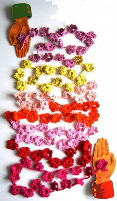 Mini crochet flower garland By ing things.blogspot.co.uk