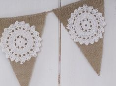 Burlap Banner w/ doilies Burlap Projects, Burlap Crafts, Paper Crafts, Diy Crafts, Bunting Garland, Garlands, Stall Decorations, Jute, Ideas Party