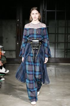 Model Outfits, Fashion Outfits, Scottish Skirt, Fashion 2018 Trends, Plaid Outfits, High Fashion, Womens Fashion, Fashion Sketches, Victorian Fashion