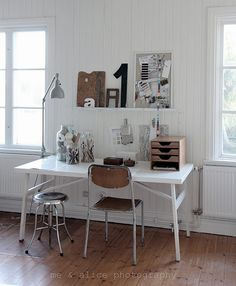 clean, uncluttered simple home office space Contemporary Home Decor, Modern Interior Design, Fresco, Modern Floor Lamps, Modern Lighting, Home Office Space, Helsingborg, Simple House, Home Decor Inspiration