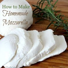 Mozzarella Ever wanted to make homemade cheese but don't want to wait for months for it to age? Learn how to make homemade mozzarella in minutes with this easy step by step tutorial. Fromage Vegan, Fromage Cheese, How To Make Cheese, Food To Make, Making Cheese, Cheese Recipes, Cooking Recipes, Oven Recipes, Rib Recipes