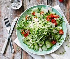 Gemüsespaghetti, diesmal als Salat, mit Gurke