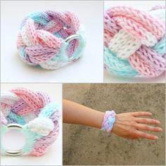 Via Spiky cake Jewelry Knots, Jewelry Crafts, Handmade Jewelry, Crochet Bracelet, Crochet Earrings, Yarn Bracelets, Spool Knitting, Finger Knitting, Diy Accessories