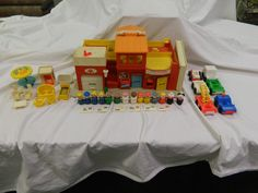 VINTAGE FISHER PRICE LITTLE PEOPLE PLAY FAMILY VILLAGE  Town Main Street 1973 #FisherPrice