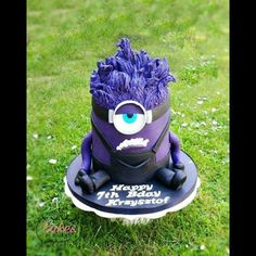Minion Cake Chocolate Cups, Cakes And More, Baby Car Seats, Garden Sculpture, Monster Cakes, Children, Outdoor Decor, Ideas, Pastries
