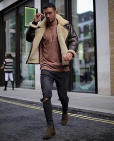 fine 34 Stylish Ripped Jeans Outifts for Men https://attirepin.com/2017/12/25/34-stylish-ripped-jeans-outifts-men/
