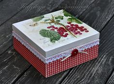 Impresja - decoupage i technika pergaminowa Decoupage Box, Decoupage Vintage, Painted Boxes, Wooden Boxes, Crafts To Do, Diy Crafts, Coffee Cup Art, Altered Cigar Boxes, Craft Projects