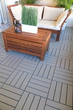 Transform a patio, balcony, or other outdoor space with ease: RUNNEN decking is easy to snap together and install.