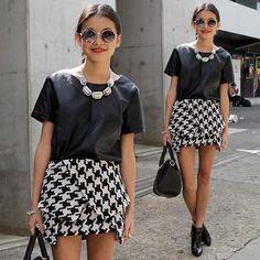 Pied-de-Poule Assimétrico #pieddepoule #assimetricstyle #assimetrictrends #fashiontrends #leathertop #blackandwhite