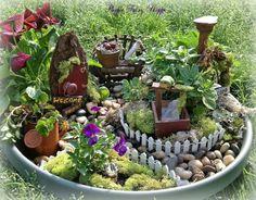 Deko Bastelideen - Reizvollen Mini Garten Kreieren | Tündér Kertek ... Miniaturgarten Pflanzkubel Balkon