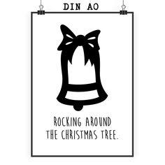 Poster DIN A0 Weihnachtsglocke aus Papier 160 Gramm  weiß - Das Original von Mr. & Mrs. Panda.  Jedes wunderschöne Motiv auf unseren Postern aus dem Hause Mr. & Mrs. Panda wird mit viel Liebe von Mrs. Panda handgezeichnet und entworfen.  Unsere Poster werden mit sehr hochwertigen Tinten gedruckt und sind 40 Jahre UV-Lichtbeständig und auch für Kinderzimmer absolut unbedenklich. Dein Poster wird sicher verpackt per Post geliefert.    Über unser Motiv Weihnachtsglocke  Weihnachten ist eine…