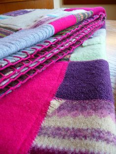 Hows this for a great recycling project. A patchwork blanket from recycled sweaters. Lots more ideas too! Fabric Crafts, Sewing Crafts, Sewing Projects, Sewing Diy, Old Sweater, Sweater Blanket, Sweater Quilt, Alter Pullover, Recycled Sweaters