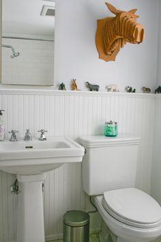 bead board with ledge in bath.