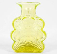 Amuletti vase by Tamara Aladin, Riihimäen lasi. Got this beauty in vivid green Glass Design, Design Art, New Pins, Aladdin, Modern Contemporary, Scandinavian, Glass Art, Retro Vintage, Vase