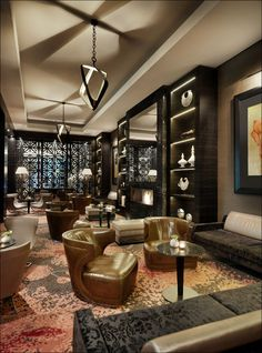 The Lounge in the centre of the hotel lobby invites its visitors to relax. It offers an open fire-place and a wide selection of assorted cigars.
