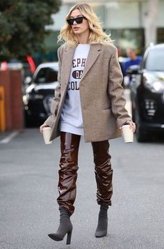 Street Style Outfits, Look Street Style, Mode Outfits, Street Style Women, Estilo Hailey Baldwin, Hailey Baldwin Style, Blazer Outfits, Casual Outfits, Shirt Outfit
