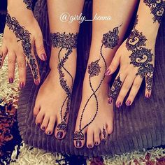 For thousands of years, the art of henna (called mehndi in Hindi & Urdu) has been practiced in India, Pakistan, Africa, and the Middle East. The henna Henna Hand Designs, Arabic Henna Designs, Mehndi Design Images, Beautiful Henna Designs, Latest Mehndi Designs, Bridal Mehndi Designs, Henna Tattoo Designs, Cool Henna, Anklet Tattoos