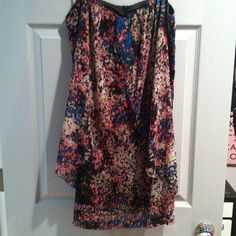 Fun spring dress by Kensie Slightly fitted at the hips. With a flyaway layer in the front. Very pretty color and patter for spring. Worn twice! Kensie Dresses