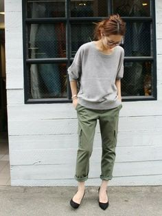 haruさんのコーディネート Fashion Pants, Fashion Models, Fashion Outfits, Womens Fashion, Work Casual, Casual Chic, Looks Style, My Style, Olive Pants