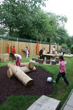 dřevěné prvky na dětském hřišti