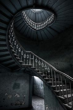 Google Image Result for http://cdnimg.visualizeus.com/thumbs/f3/44/stairwell,architecture,old,stairs,light,photography-f344869705af8af511e05cbf80b22f76_h.jpg