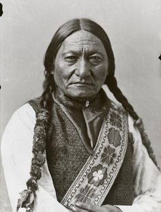 My latest restoration and colorization. This is Sitting Bull, a Hunkpapa Lakota Sioux holy man often credited with defeating Lt. George Custer at the Battle of the Little Big Horn. Native American Warrior, Native American Pictures, Native American Beauty, Native American Tribes, Native American History, American Indians, Native Americans, American Pride, Sitting Bull