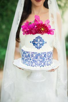 Get Spanish wedding inspiration with bold bougainvillea, traditional Spanish tiles + cobalt blue Mexican ceramics. From cake to bouquet, centerpiece + gown! Wedding Cake Guide, Wedding Flower Guide, Wedding Cupcakes, Amazing Wedding Cakes, Elegant Wedding Cakes, Unique Weddings, Romantic Weddings, Spanish Style Weddings, Spanish Wedding