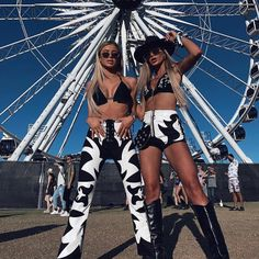 Disfraces Halloween Amigas Twins Yeeehawwww Coachella baby You can find Cowgirl costume and more on our website. Mode Halloween, Cowgirl Halloween Costume, Teenage Halloween Costumes, Halloween Outfits, Deer Costume, Pirate Costumes, Princess Costumes, Couple Halloween, Adult Costumes