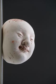 """""""Head to be at the wall"""" (2007), by Gundi Dietz. Porcelain. Photo: Melissa Muys"""