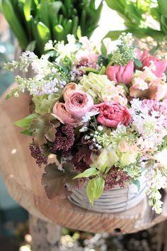 フラワーアレンジメント/ラナンキュラス/ライラック/ヒヤシンス/春の花/花どうらく/花屋/http://www.hanadouraku.com/flower arrengement/