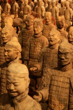 Warriors from Emperor Qin's Terracotta Army.So I was told u cant photograph these so Im happy to have found this pic!