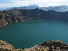 En la Provincia de Cotopaxi está la Laguna de Kilotoa (en la nueva reforma de kichwa, debe escribirse con K), ubicada en el interior de un cráter apagado, en plena cordillera de los Andes.
