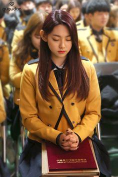 Kang Mina graduated Gugudan Kpop Girl Groups, Korean Girl Groups, Kpop Girls, Korean Girlfriend, Kim Chungha, South Korean Girls, The Little Mermaid, Sopa School, Ulzzang