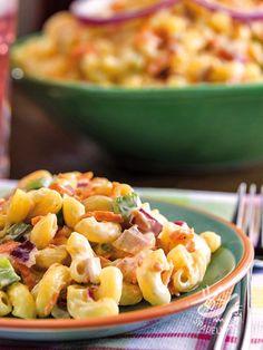 Per un buffet, un apericena o una pausa pranzo all'insegna di un piatto fresco e leggero. L'Insalata di pasta con verdure e yogurt è un piatto infallibile! #insalatadipasta #insalatadipastaalloyogurt