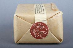 Forssan museo. P.C Rettig C.o:n piipputupakka tuotepakkaus. Rettig oli yksi Suomen suurimmista tupakkatehtaista. Se perustettiin Hampurissa 1770-luvulla.