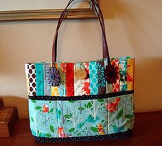 just add this one to the ever-growing list of bags and totes I would love to make.