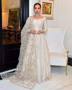 Simple Pakistani Dresses, Pakistani Wedding Outfits, Pakistani Dress Design, Indian Dresses, Indian Outfits, Nikkah Dress, Shadi Dresses, Anarkali Dress, Lehenga Choli