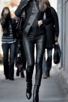 leather pants, leather jacket and leather boots. I wouldn't usually think of wearing leather pants but this outfit looks cool. Black Leather Leggings, Leather Jacket Outfits, Patterned Leggings, Leather Jackets, Leather Boots, How To Wear Leggings, Leggings Are Not Pants, How To Look Classy, Look Chic